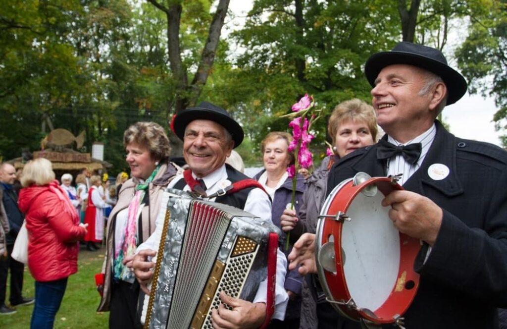 Polish folk music performers